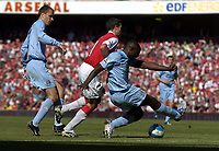 Photo: Olly Greenwood.<br />Arsenal v Manchester City. The FA Barclays Premiership. 25/08/2007. Manchester  City's Micha Richards gets a last ditch tackle in before Robin Van Persie shoots