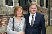 Politieke prominenten wonen de uitvoering van de Matthaus Passion bij in de Grote Kerk in Naarden. <br /> <br /> Op de foto:  Martin van Rijn en zijn vrouw