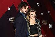 Lara Mandoki mit Freund Daniel Christensen auf dem Roten Teppich anlässlich der Verleihung des 41. Bayerischen Filmpreises 2019 am 17.01.2020 im Prinzregententheater München.