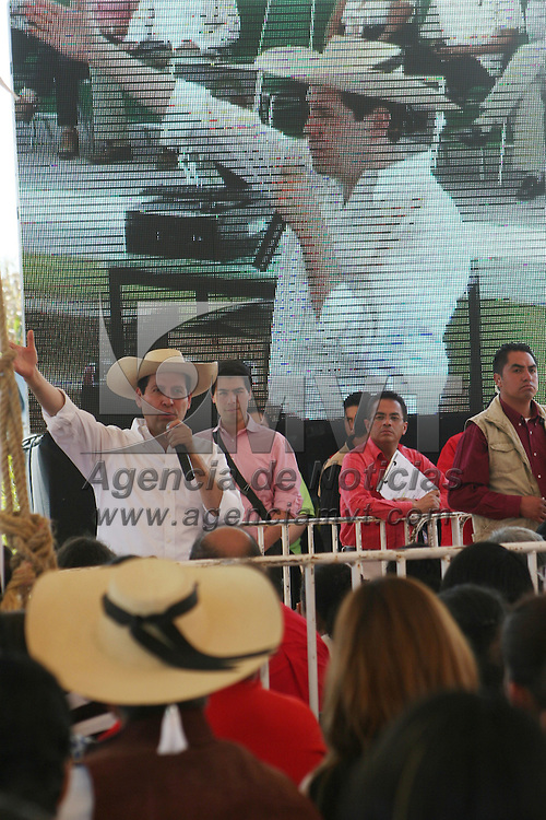 TEJUPILCO, México.- Eruviel Ávila Villegas, gobernador del Estado de México durante su  visita a Tejupilco en con su gira de trabajo de 100 días. Agencia MVT / José Hernández. (DIGITAL)