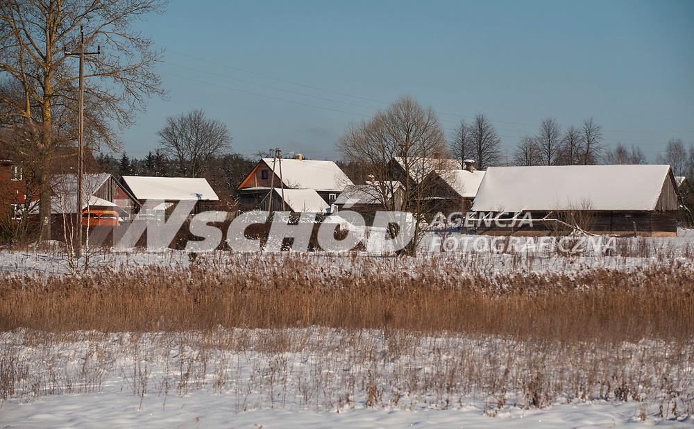 27.01.2013 Zima w Puszczy Knyszynskiej N/z wies Laznie fot Michal Kosc / AGENCJA WSCHOD