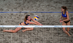 04-01-2018 NED: DELA Beach Open day 2, Den Haag<br /> Jolien Sinnema NED #1  en Laura Bloem NED #2 verliezen hun eerste wedstrijd in de groep met 2-1 van Kolocova/Kvapilova (Tsj)