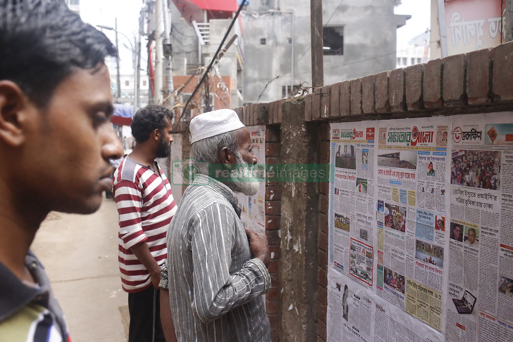 May 26, 2019 - Dhaka, bangladesh - People read newspaper on a street wall in Dhaka. (Credit Image: © MD Mehedi Hasan/ZUMA Wire)