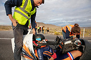 De Velox tijdens de zesde en laatste racedag in Battle Mountain. Het Human Power Team Delft en Amsterdam, dat bestaat uit studenten van de TU Delft en de VU Amsterdam, is in Amerika om tijdens de World Human Powered Speed Challenge in Nevada een poging te doen het wereldrecord snelfietsen voor vrouwen te verbreken met de VeloX 8, een gestroomlijnde ligfiets. Het record is met 121,81 km/h sinds 2010 in handen van de Francaise Barbara Buatois. De Canadees Todd Reichert is de snelste man met 144,17 km/h sinds 2016.<br /> <br /> With the VeloX 8, a special recumbent bike, the Human Power Team Delft and Amsterdam, consisting of students of the TU Delft and the VU Amsterdam, wants to set a new woman's world record cycling in September at the World Human Powered Speed Challenge in Nevada. The current speed record is 121,81 km/h, set in 2010 by Barbara Buatois. The fastest man is Todd Reichert with 144,17 km/h.