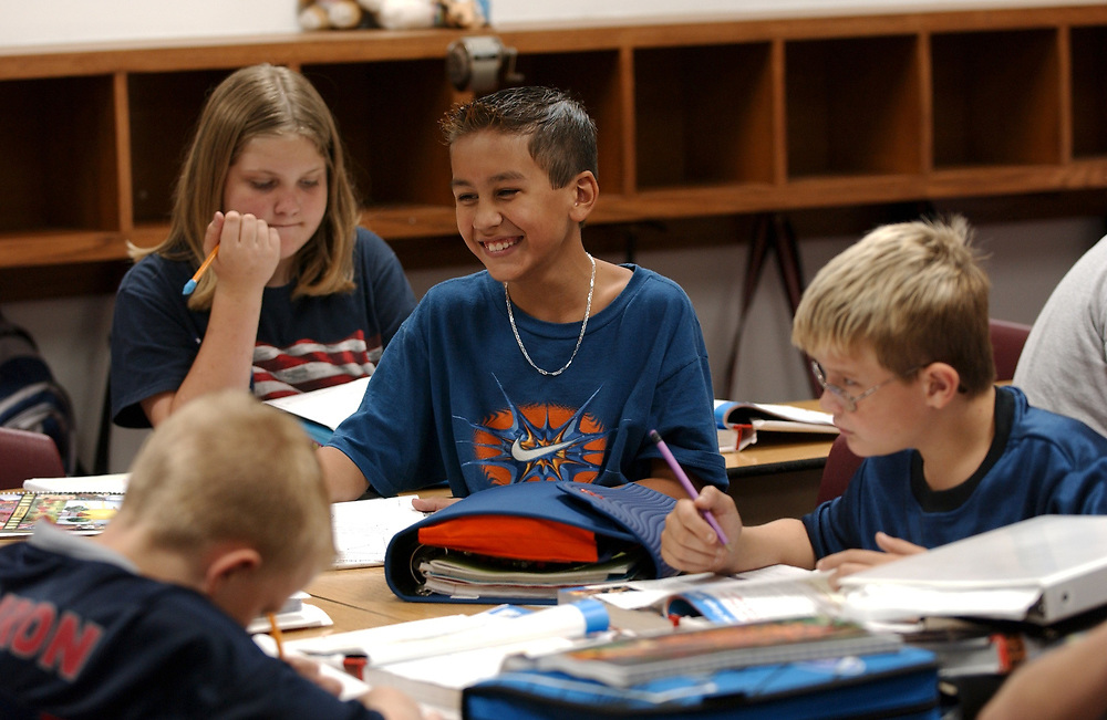 Gun Barrel City, Texas September 9, 2003:   Education at Lakeview and Southside Elementary Schools in the Mabank Independent School Discrict in northeast Texas.   5th grade social studies classroom, students learning about U.S. population shifts from the 1800's to the 1970's.  <br /> ©Bob Daemmrich
