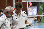 Volleyball: 1. Bundesliga, SVG Lueneburg - VSG Coburg / Grub, Lueneburg, 10.02.2016<br /> Sportlicher Leiter Bernd Schlesinger und Trainer Stefan Huebner (Lüneburg)<br /> © Torsten Helmke