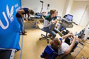 Aan de VU Amsterdam worden potentiele rijders voor de VeloX5 getest. In september wil het Human Power Team Delft en Amsterdam, dat bestaat uit studenten van de TU Delft en de VU Amsterdam, een poging doen het wereldrecord snelfietsen te verbreken, dat nu op 133,8 km/h staat tijdens de World Human Powered Speed Challenge.<br /> <br /> At the VU Amsterdam possible riders for the VeloX5 are tested. With the special recumbent bike the Human Power Team Delft and Amsterdam, consisting of students of the TU Delft and the VU Amsterdam, also wants to set a new world record cycling in September at the World Human Powered Speed Challenge. The current speed record is 133,8 km/h.