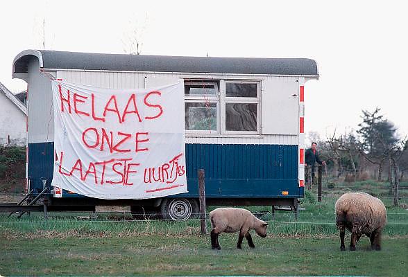 Nederland, Oene, 6-4-2001Protest spandoek tegen de ruiming van vee in de driehoek Apeldoorn Zwolle Deventer.Mond en Klauwzeer.Foto: Flip Franssen/Hollandse Hoogte