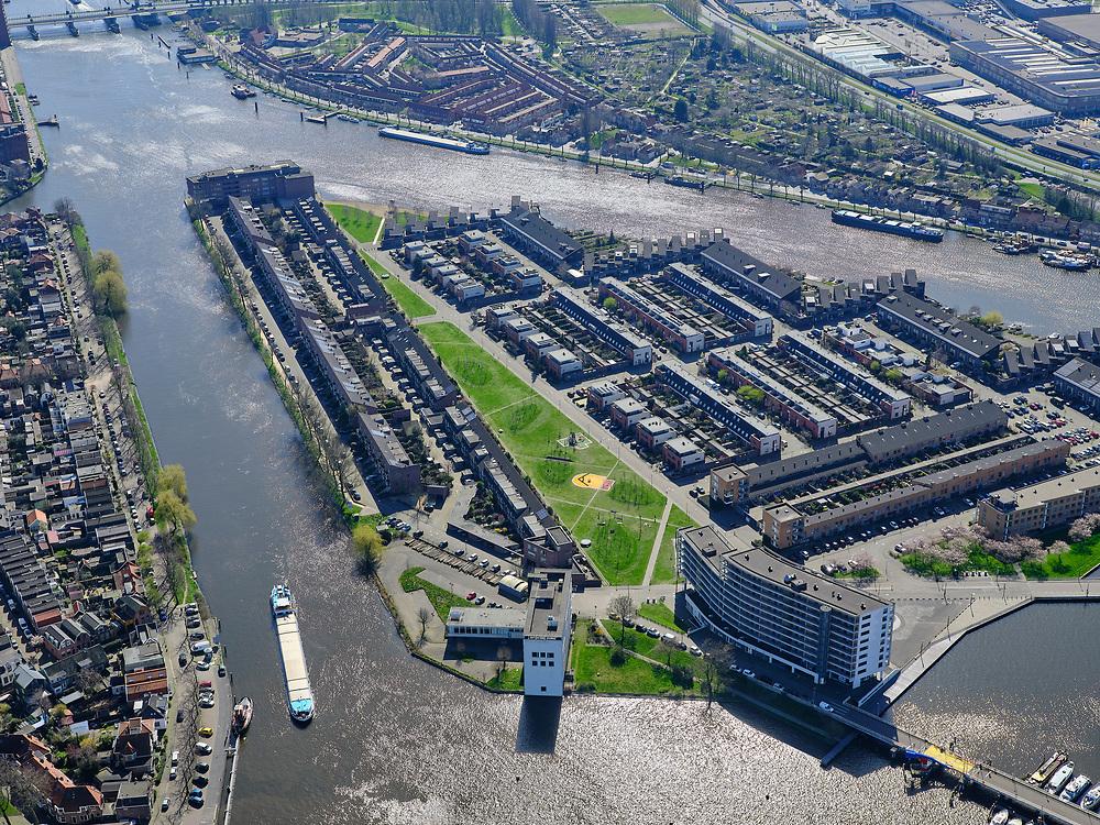 Nederland, Noord-Holland, Zaanstad;  03-23-2020; Het Eiland ook wel Zaaneiland. Gelegen in de monding van rivier de Zaan, tussen Voorzaan en de Oude Haven. Vroeger in gebruik bij de houtindustrie, o.a. houtwerven. Nieuwe woonwijk op eiland, waterstad.<br /> New residential area on former industrial area on island on the river Zaan in Zaandam.<br /> <br /> luchtfoto (toeslag op standard tarieven);<br /> aerial photo (additional fee required)<br /> copyright © 2020 foto/photo Siebe Swart
