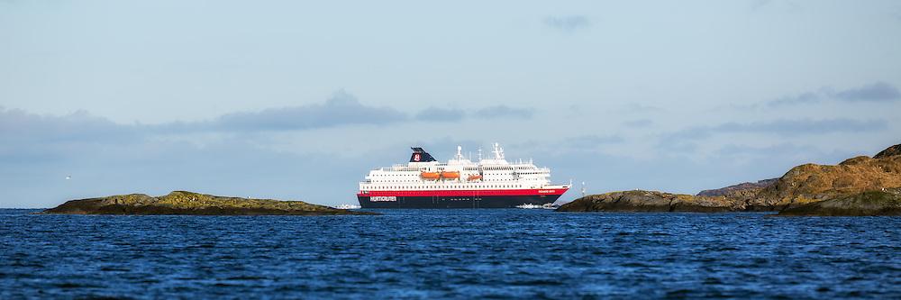 MS Richard With sailing into Herøyfjord, Norway | Hurtigruteskipet MS Richard With seiler inn i Herøyfjord, Norge.