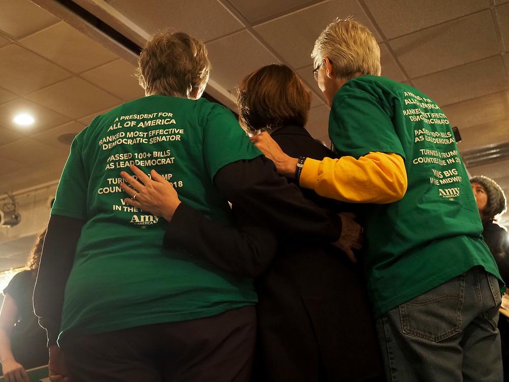Amy Klobuchar supporters take a selfie with Senator Klobuchar.