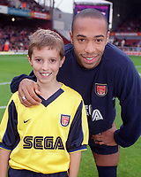 Thierry Henry with the Arsenal mascot before the match. West Ham United 1:2 Arsenal, F.A.Carling Premiership, 21/10/2000. Credit Colorsport / Staurt MacFarlane.
