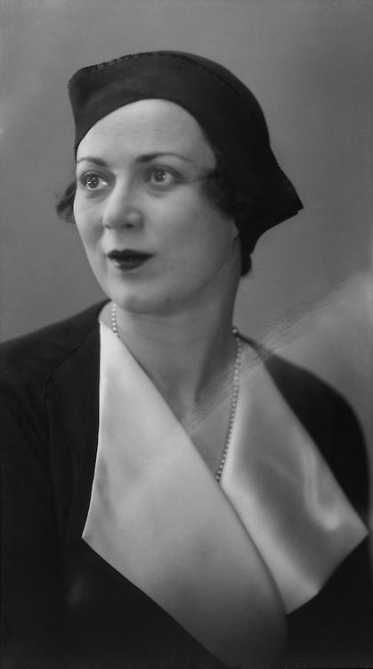 Mary Ellis, actress, 1931