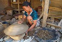 Indonesie. Lombok. Village de potier de Penujak. // Indonesia. Lombok. Potter village of Penujak.