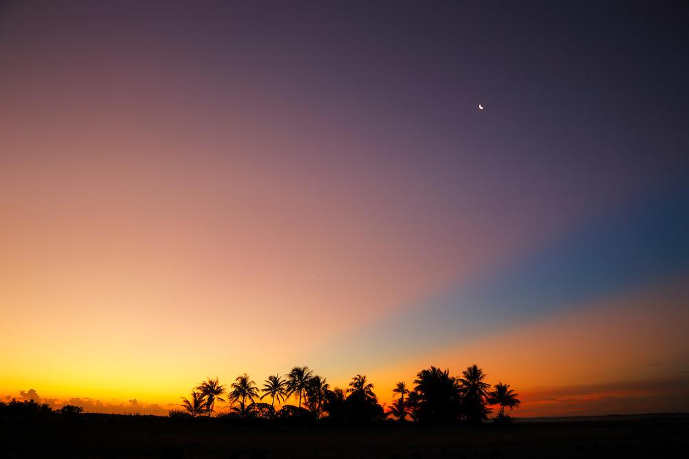 Puesta de de sol en Tikehau, Archipiélago Tuamotu, Polinesia Francesa