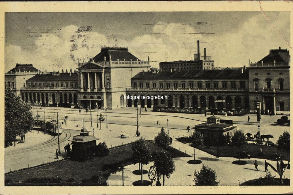 Zagreb : Glavni kolodvor. <br /> <br /> ImpresumS. l. : S. n., [1938].<br /> Materijalni opis1 razglednica : tisak ; 9 x 14 cm.<br /> Vrstavizualna građa • razglednice<br /> ZbirkaGrafička zbirka NSK • Zbirka razglednica<br /> Formatimage/jpeg<br /> PredmetZagreb –– Trg kralja Tomislava<br /> SignaturaRZG-TOM-47<br /> Obuhvat(vremenski)20. stoljeće<br /> NapomenaRazglednica je putovala 1938.<br /> PravaJavno dobro<br /> Identifikatori000953701<br /> NBN.HRNBN: urn:nbn:hr:238:119564 <br /> <br /> Izvor: Digitalne zbirke Nacionalne i sveučilišne knjižnice u Zagrebu