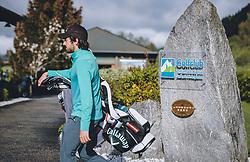 THEMENBILD - Golfer auf dem Weg zum Golfplatz. Golfplätze dürfen ab heute nach dem Lock Down wieder öffnen, aufgenommen am 01. Mai 2020 in Zell am See, Oesterreich // Golfers on the way to the golf course. Golf courses are allowed to reopen after the lock down in Zell am See, Austria on 2020/05/01. EXPA Pictures © 2020, PhotoCredit: EXPA/ JFK