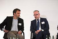 DEU, Deutschland, Germany, Berlin, 24.11.2014: Strategieforum zum Thema: Daten als Währung der Zukunft. Atrium der F.A.Z. Berlin. Stephan Noller (L), CEO nugg.ad, und Dr. Jyn Schultze-Melling (R), Konzerndatenschutzbeauftragter Allianz SE.
