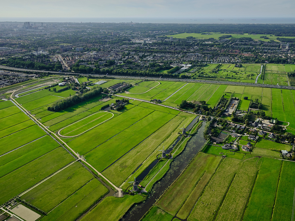 NNederland, Zuid-Holland, Zoetermeer, 14-09-2019; Stompwijk, Driemanspolder. Molendriegang Stompwijk. Leidschendam en A4 in de achtergrond.<br /> Stompwijk, Driemanspolder. Stompwijk windmill corridor. Leidschendam and A4 in the background.<br /> <br /> luchtfoto (toeslag op standard tarieven);<br /> aerial photo (additional fee required);<br /> copyright foto/photo Siebe Swart