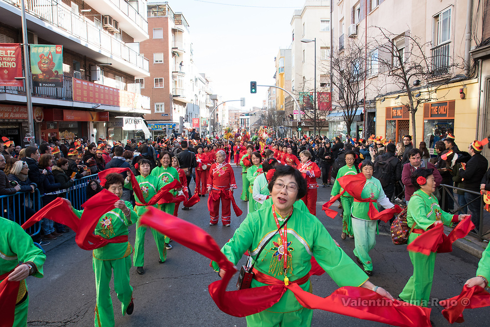 Madrid, Spain. 18th February, 2018. Revelers wearing a green costume with a red scarf dancing during the Chinese New Year parade in Madrid. © Valentin Sama-Rojo