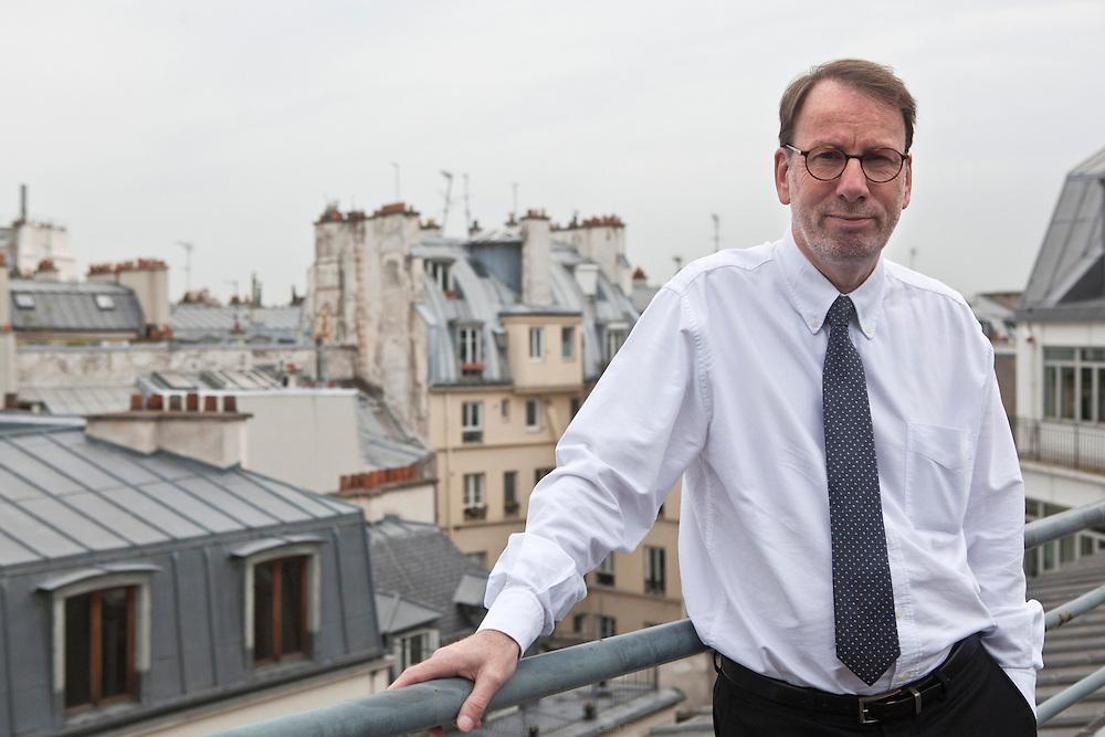 Éric Ferrand, médiateur de la Ville de Paris. Le médiateur de la Ville de Paris a été institué en 2008. Cette fonction est définie comme une « autorité indépendante chargée d'améliorer, par son action, les relations des citoyens avec l'administration municipale de la Ville de Paris »
