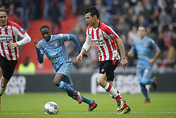 (L-R) Luuk de Jong of PSV, Jamiro Monteiro Alvarenga of Heracles Almelo, Herving Lozano of PSV during the Dutch Eredivisie match between PSV Eindhoven and Heracles Almelo at the Phillips stadium on October 22, 2017 in Eindhoven, The Netherlands