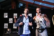 """Dr. Sindsen: Modenschau - Livestream, """"Wir setzen ein Zeichen - Gegen Mobbing, Berlin, 18.07.2020<br /> Domnenico de Cicco und Eric Sindermann (Dr. Sindsen)<br /> © Torsten Helmke"""