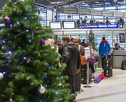 THEMENBILD - Besuch beim Weihnachtsmann, im Bild Innenansicht des Flughafens Rovaniemi, mit wartenden Fluggästen. Bild aufgenommen am 03.12.2013 am Flughafen in Rovaniemi, Finnland // Feature - Visiting the Santa Claus, Interior view of the airport Rovaniemi With waiting passengers. Picture taken on 2013/12/03, Airport Rovaniemi, Finland. EXPA Pictures © 2013, PhotoCredit: EXPA/ JFK