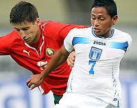 Fotball<br /> Honduras v Hviterussland<br /> 27.05.2010<br /> Villach Østerrike<br /> Foto: Gepa/Digitalsport<br /> NORWAY ONLY<br /> <br /> FIFA Weltmeisterschaft 2010 in Suedafrika, Vorberichte, Vorbereitung, Soccer Camps Kaernten, Vorbereitungsspiel, Freundschaftsspiel, Laenderspiel, Honduras vs Weissrussland. <br /> <br /> Bild zeigt Sergey Sosnovski (BLR) und Ramon Nunez (HON)
