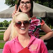 NLD/Nijkerk/20110710 - Miss Nederland verkiezing 2011, echte meisjes in de jungle Britt Dekker en Ymke Wieringa