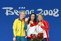 Svømming<br /> OL 2008 Beijing<br /> Foto: imago/Digitalsport<br /> NORWAY ONLY<br /> <br /> 15.08.2008 <br /> Siegerehrung 200m Brust bei den Olympischen Spielen 2008 in Beijing, v.li.: Leisel Jones (Australien), Olympiasiegerin Rebecca Soni (USA) und Sara Nordenstam (Norwegen) <br /> <br /> BIKDET INNGÅR IKKE I FASTAVTALER
