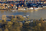 Nederland, Overijssel, Deventer, 20-01-2011. Zicht op Deventer met in de voorgrond het buitendijks aan de IJssel gelegen park De Worp..Het Worpplantsoen is onderdeel van de stadswijk De Hoven. Het in het park gelegen IJsselhotel (Rijksmonument) is door het hoogwater alleen nog per boot te bereiken...View on the (Hansa) city of Deventer, in the bottom front the flooded park De Worp. The hotel (IJsselhotel) in the park can only be reached by boat, due to the high waters of the river IJssel..luchtfoto (toeslag), aerial photo (additional fee required).copyright foto/photo Siebe Swart