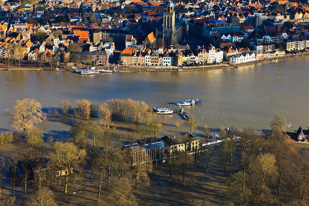 Nederland, Overijssel, Deventer, 20-01-2011. Zicht op Deventer met in de voorgrond het buitendijks aan de IJssel gelegen park De Worp..Het Worpplantsoen is onderdeel van de stadswijk De Hoven. Het in het park gelegen IJsselhotel (Rijksmonument) is door het hoogwater alleen nog per boot te bereiken...View on the (Hansa) city of Deventer, in the bottom front the flooded park De Worp. The hotel (IJsselhotel) in the park can only be reached by boat, due to the high waters of the river IJssel..luchtfoto (toeslag), aerial photo (additional fee required).copyright foto/photo Siebe Swart