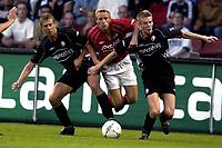 Fotball<br /> Nederland 2004/05<br /> AZ Alkmaar v Twente<br /> Barry van Galen in  duel met Peter Niemeyer en Kim Christensen<br /> Foto: Digitalsport<br /> NORWAY ONLY