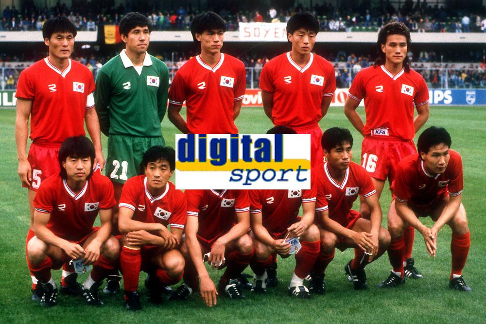 Fotball<br /> Asiamesterskapet / Asia Cup<br /> Foto: imago/Digitalsport<br /> NORWAY ONLY<br /> <br /> Lagbilde Sør-Korea<br /> 22.06.1990 <br /> Mannschaftsbild Südkorea, hi.R.v.li.: Yong Hwan Jung, Torwart In Young Choi, Myung Bo Hong, Sang Bum Gu, Joo Sung Kim; v.R. ohne Reihenfolge: Sun Hong Hwang (2.v.li.), Soon Ho Choi (re.), Kyung Joon Park, Hang Kee Choi, Soo Jin Noh, Young Jin Lee