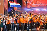 Nederlandse Olympische ploeg komt thuis en wordt gehuldigd op het plein voor Station Den Bosch.<br /> <br /> Op de foto: Krystl , Nick en Simon met o.a. Ranomi Kromowidjojo