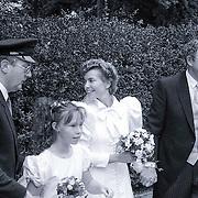 NLD/Blaricum/19881101 - Huwelijk van Joop van der Ende in Blaricum, bruidspaar Joop van der Ende en partner Janine Klijburg