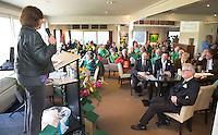 ALPHEN AAN DEN RIJN - Golfclub Zeegersloot heeft het GEO certificaat in ontvangst genomen. links burgermeester Liesbeth Spies  en rechts GC  Zeegersloot voorzitter,  Cees van Beurten.  COPYRIGHT KOEN SUYK