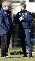 v.l. Trainer Klaus TOPPM…LLER, Bernd HOLLERBACH<br /> Fu§ball Training Hamburger SV