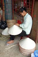 Vietnam. Hanoi. Marché des chapeaux. // Vietnam. Hanoi. Hat market.