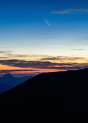 THEMENBILD - Der Komet C/2020 F3 (NEOWISE) im dreiländereck des Nationalpark Hohe Tauern, über der Grossglockner Hochalpenstrasse, am Montag 20 Juli 2020. Der Komet wurde am 27. März 2020 im Rahmen des Projekts NEOWISE durch das Weltraumteleskop WISE entdeckt // The comet C / 2020 F3 (NEOWISE) in the border triangle of the Hohe Tauern National Park, above the Grossglockner Hochalpenstrasse, Salzburg, Austria on Monday 20 July 2020. The comet was discovered on March 27, 2020 as part of the NEOWISE project by the WISE space telescope. EXPA Pictures © 2020, PhotoCredit: EXPA/ Johann Groder