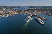Flyfoto fra Moss som blant annet viser Moss havn, Kanalen og Bastøferje.