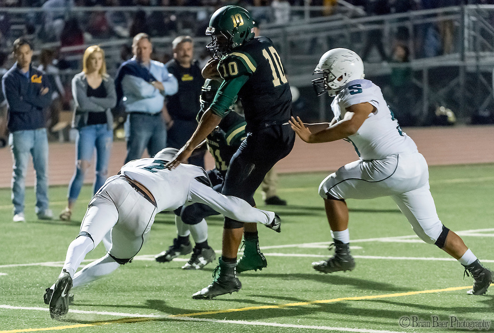 Monterey Trail Mustangs Robert Holt (10), runs for a touchdown making the score 7-7 after the point after attempt was good during the first quarter as the Monterey Trail Mustangs host the Sheldon High School Huskies Friday Sep 23, 2016.<br /> photo by Brian Baer