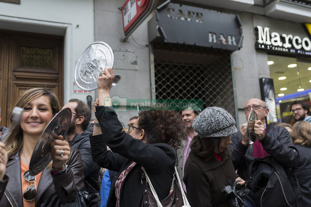 April 25, 2017 - Madrid, Madrid, Spain - ''Cacerolada'' (protest) against the PP political party, in Génova street, Madrid. The demonstrators have protested alleging corrupton and mafia activities by the party that governs Spain. They have shown these messages of protest through banners, pans, songs and shots. (Credit Image: © JesúS Calonge/Pacific Press via ZUMA Wire)
