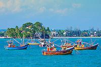 Sri Lanka, province du sud, baie et plage de Weligama, île de Taprobane et bateaux des pêcheurs // Sri Lanka, Southern Province, South Coast beach, Weligama bay, Taprobane island and boats