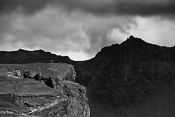 Tourists walking on a top of a mountain, Reynisfjall, Iceland - Ferðamenn á toppi Reynisfjalls
