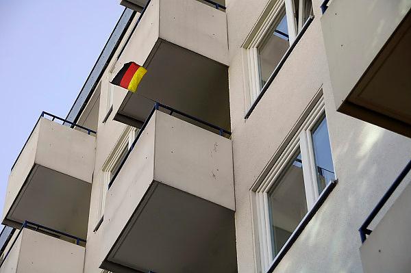 Duitsland, Berlijn, 22-8-2009Duitse vlag hangt aan een balkon in Berlijn.Foto: Flip Franssen/Hollandse Hoogte