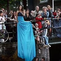 Nederland. Amsterdam. 16 augustus 2013.<br /> Grachtenfestival.<br /> Mezzosopraan Antje Lohse.