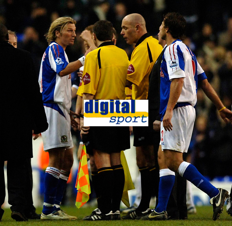 Photo: Daniel Hambury.<br />Tottenham Hotspur v Blackburn Rovers. The Barclays Premiership. 05/03/2006.<br />Blackburn's Robbie Savage questions referee Howard Webb at the end of the game.
