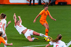 09-11-2018 NED: UEFA WC play-off final Netherlands - Switzerland, Utrecht<br /> European qualifying for the 2019 FIFA Women's World Cup - / Lieke Martens #11 of Netherlands in action with Rahel Kiwic #14 of Switzerland